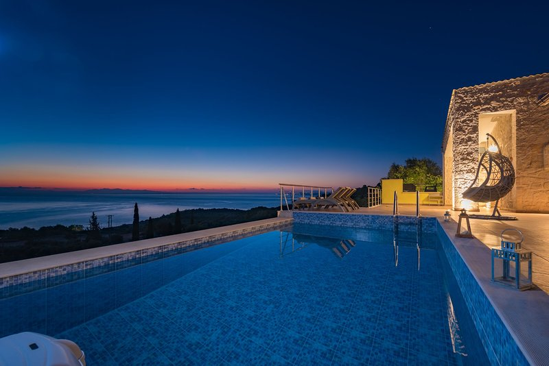 2 Bedroom Villa Nisaki, Agios Nikolaos, Zakynthos, vacation rental in Volimes