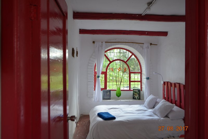 Tierra Bed Breakfast and Garden- Nature,quite and comfort close Quito airport, vacation rental in Quito