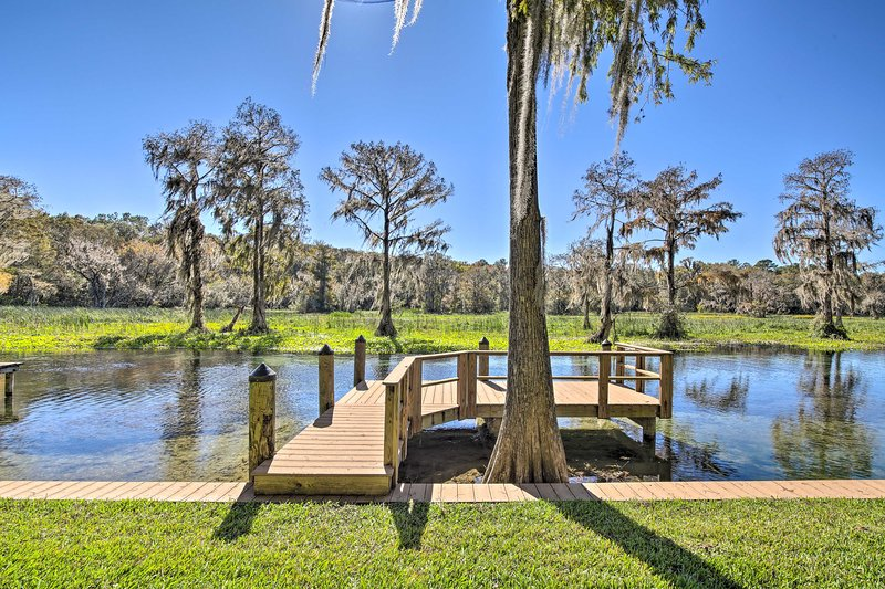 Rainbow River Oasis w/ Kayaks + Furnished Sunroom! – semesterbostad i Dunnellon