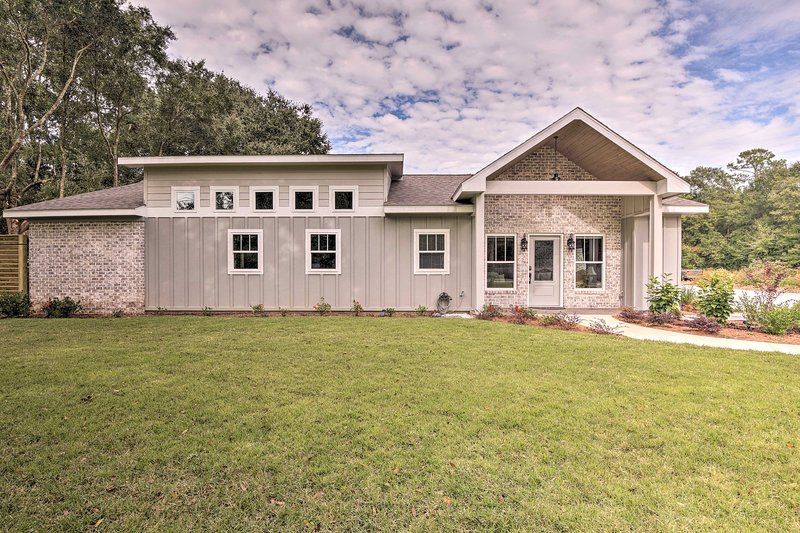 Your Gulf Shores area getaway begins at this Foley farmhouse-style home!