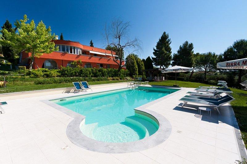 VILLA LORENA, holiday rental in Falconara Marittima