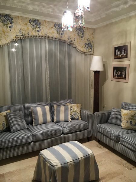 3 Bedroom Luxury Furnished Apartment, vacation rental in Amman