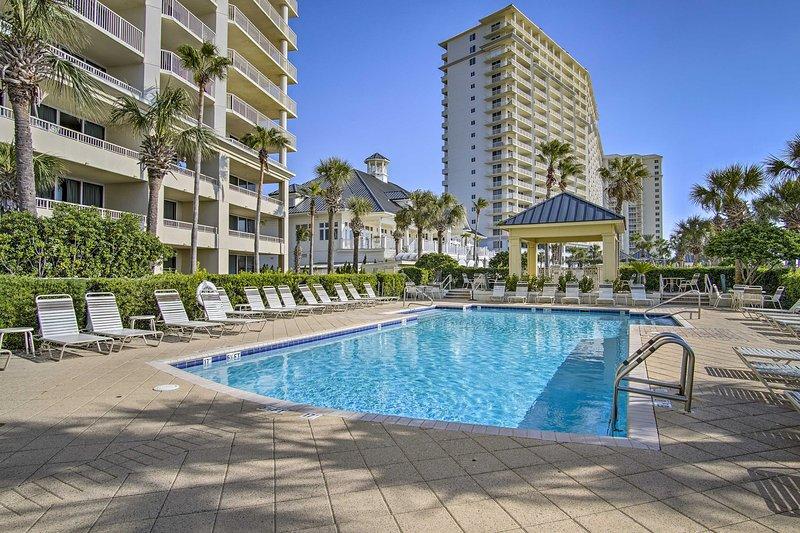 Disfrute del acceso a las increíbles comodidades de The Beach Club Resort & Spa.