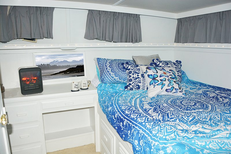 Luxury Yacht Sleeps 8 + 9 minutes from Tsawwassen, location de vacances à Tsawwassen