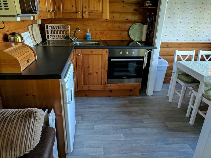 Cosy Log Cabin in Heart of Snowdonia, vacation rental in Gellilydan