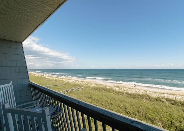 Brilliant oceanfront townhouse w/3 levels of ocean views for the family, alquiler vacacional en Carolina Beach