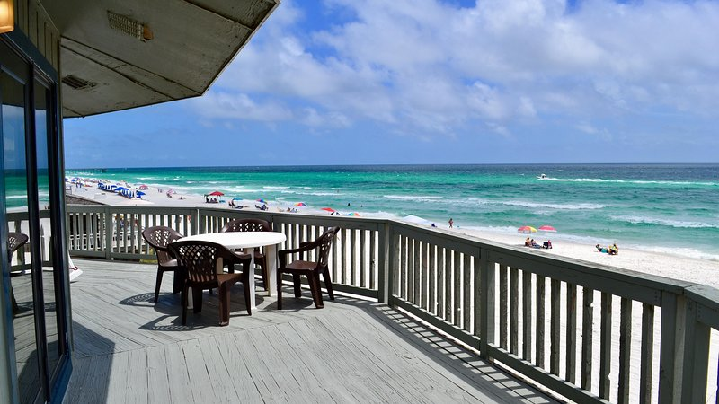Panorama - Upper - Beautiful Beachfront Home!  Rent One Level or Two!, casa vacanza a Upper Grand Lagoon
