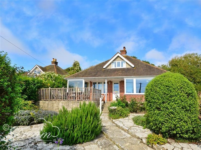 ADVANTAGE POINT, Garage parking, three dogs, five bedrooms in West Lulworth., holiday rental in Chaldon Herring
