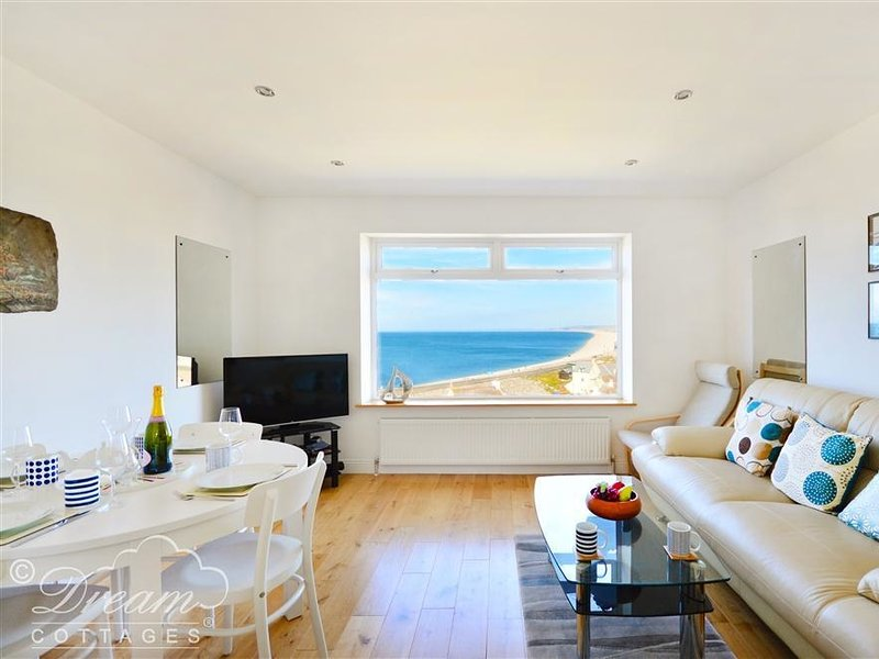 THE VIEW, beautiful sea views, sleeps 6,  Walk to chesil beach,  Portland., vacation rental in Isle of Portland