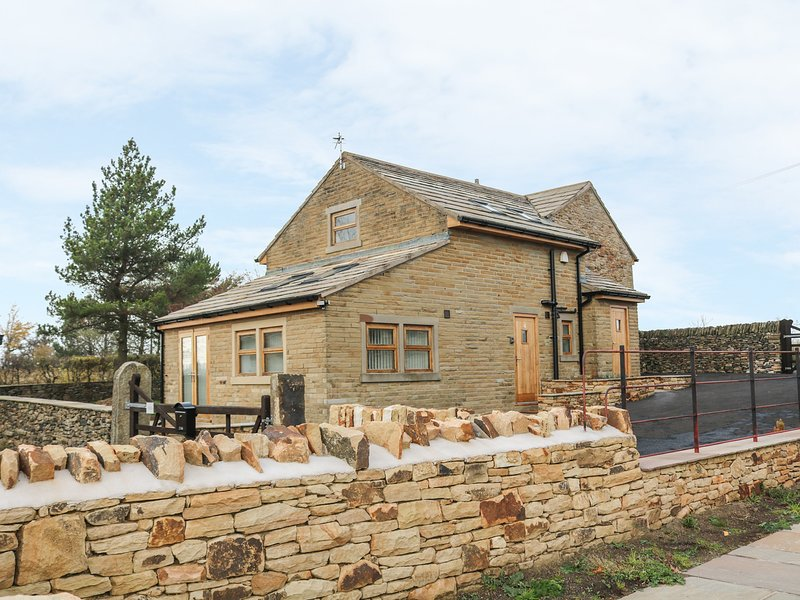 PEAK VIEW COTTAGE, enclosed garden, in Mellor, holiday rental in New Mills