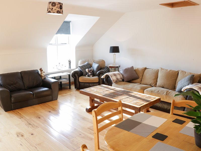 BALLYMOTE CENTRAL APARTMENT, WiFi, open-plan, Ballymote, location de vacances à Geevagh