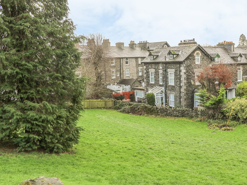 GIDDY GOOSE, enclosed garden, pet-friendly, Windermere, holiday rental in Ings