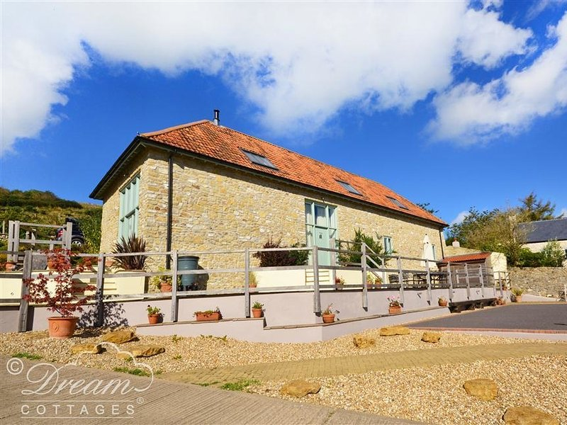 LEYS AT VALLEY VIEW FARM, Barn conversion, sleeps 8, close to Lyme Regis, Uplyme, vacation rental in Lyme Regis