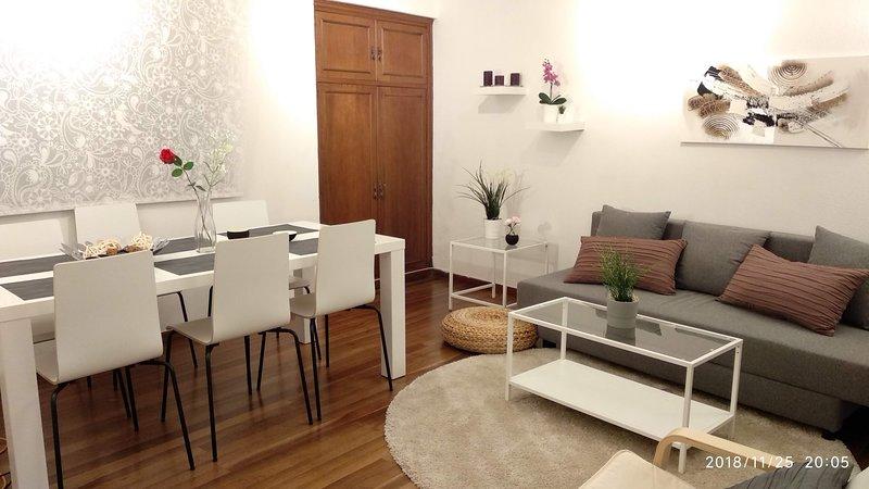 CASA INDEPENDIENTE CON PATIO EXTERIOR PRIVADO Y BARBACOA EN EL CASCO HISTÓRICO, holiday rental in Vigo