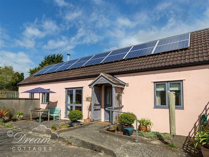 STABLES COTTAGE, sleeps 4, stable conversion, woodburner, rural location, location de vacances à Winterbourne Abbas