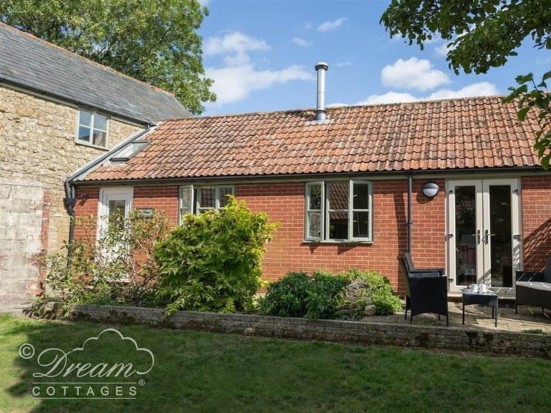 THE GRANARY, sleeps 4, dog friendly, WiFi, Mosterton, vacation rental in Seaborough