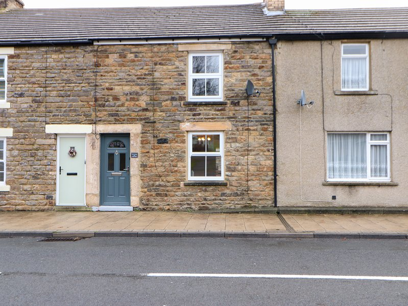 LILY'S COTTAGE, dog friendly, WiFi, St John's Chapel, holiday rental in Rookhope