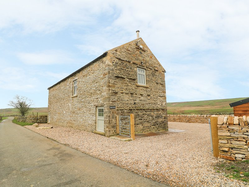 BLAKE HALL, woodburner, countryside views, Bowes, holiday rental in Arkengarthdale