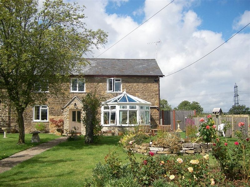 GRAZELAND COTTAGE, Pet friendly, sleep 4, WiFi, Parking, Bridport, holiday rental in Shave Cross