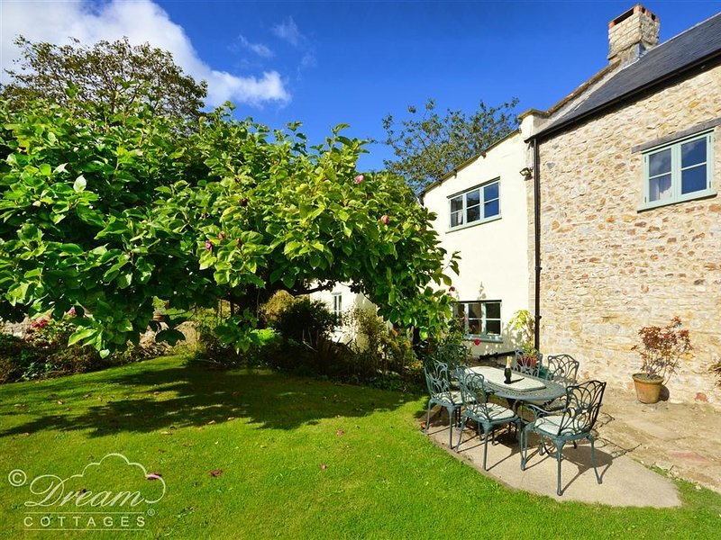 VALLEY VIEW FARM ANNEXE, Sleeps 2, Rural location, nature reserve, Uplyme, vacation rental in Lyme Regis