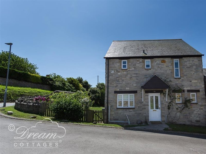 WILDFLOWER COTTAGE, sleeps 6, village location, Weymouth 2 miles, WiFi, Weymouth, vacation rental in Ringstead