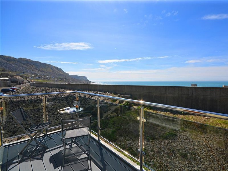 SUNSET LODGE, modern apartment, sleeps 6, sea views, WiFi, Portland, location de vacances à Weston