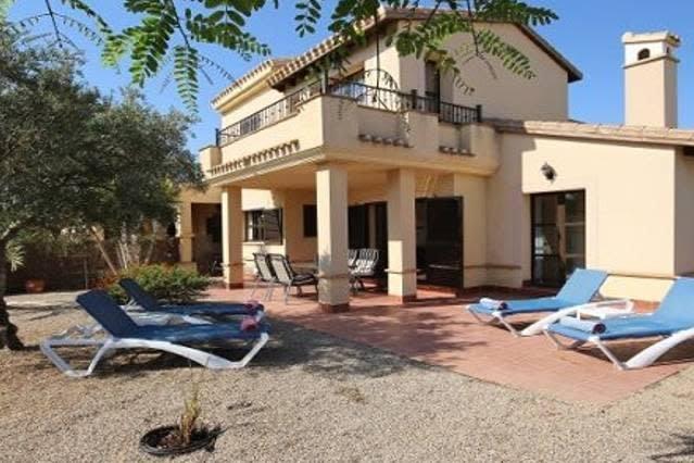 HL035 2 bedroom villa in hacienda del alamo, casa vacanza a Cuevas de Reyllo