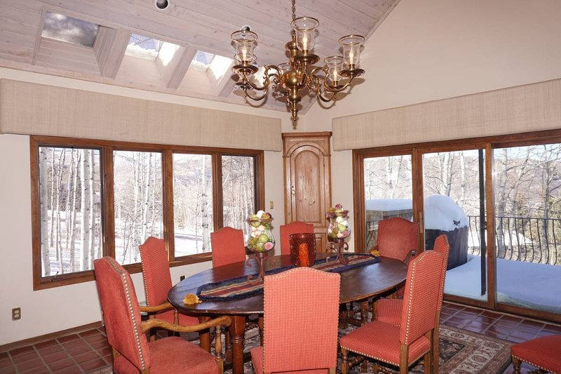 Dining Room with seating for 12 + breakfast bar