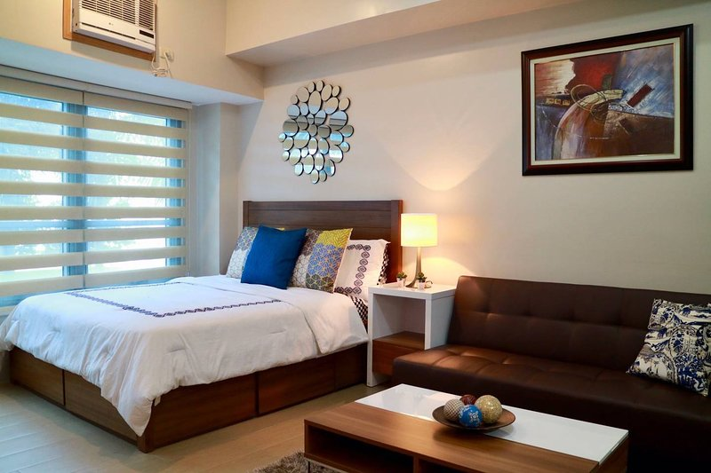 Bright & Relaxing Condo w/ Netflix & Superspeed WiFi, vacation rental in Pasig