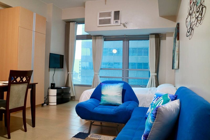 Cozy & Cool Unit with Netflix in Eastwood City, vacation rental in Pasig