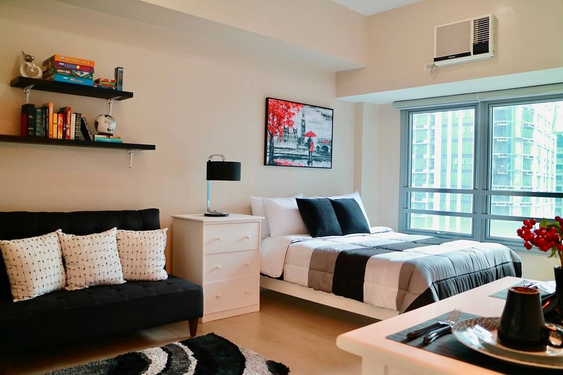 Trendy Black & White Maison w/ Netflix & Superspeed WiFi, vacation rental in Pasig