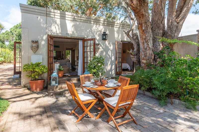 Aloe Cottage at Ibis House, holiday rental in Constantia