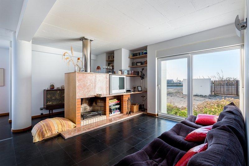 Praia Azul Beach House | Design & Bright Edition, holiday rental in Silveira