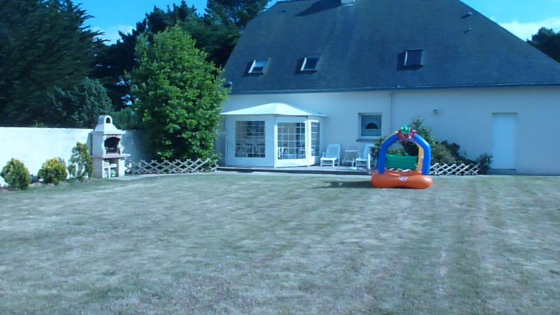 Spacious house near the beach, location de vacances à Billiers