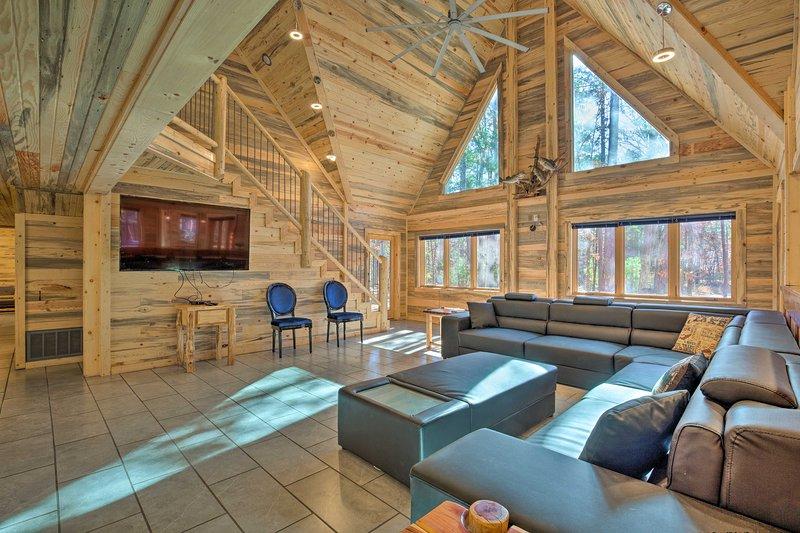 Cabin w/Hot Tub-Near Beavers Bend, Broken Bow, vacation rental in Hochatown