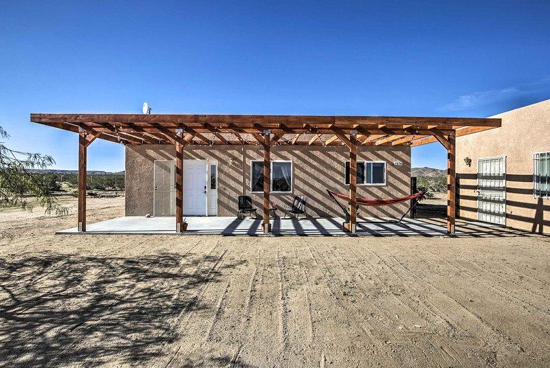 Allontanati da tutto quando si soggiorna in questa casa vacanza a Landers, in California.