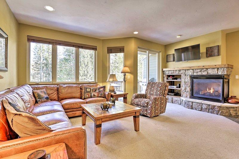 Prenota la tua fuga al Winter Park in questa residenza cittadina con 4 camere da letto e 3 bagni!