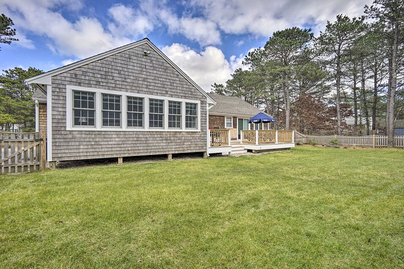 Family Cape Cod Home +Yard 3Mi to Bass River Beach, holiday rental in South Yarmouth