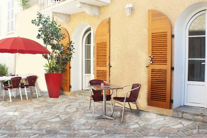 Location centre ville 2/4 pers - avec grande terrasse, location de vacances à Vénaco