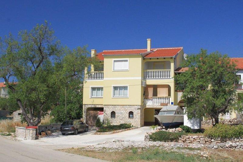 Three bedroom apartment Sali, Dugi otok (A-8112-a), holiday rental in Zaglav