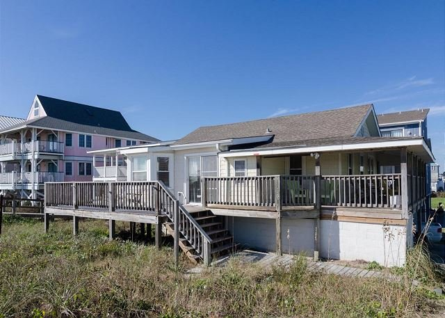Classic north end oceanfront cottage with additional mother in-law suite, Ferienwohnung in Carolina Beach