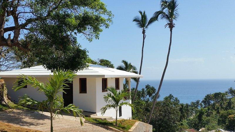 Hilltop Studio-Bungalow Ballenas, Villas Samanà Bay, vacation rental in Las Galeras