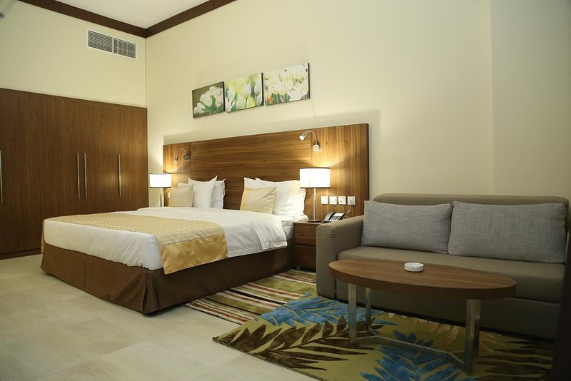 Studio, 10' to Mall of the Emirates, holiday rental in Murqquab