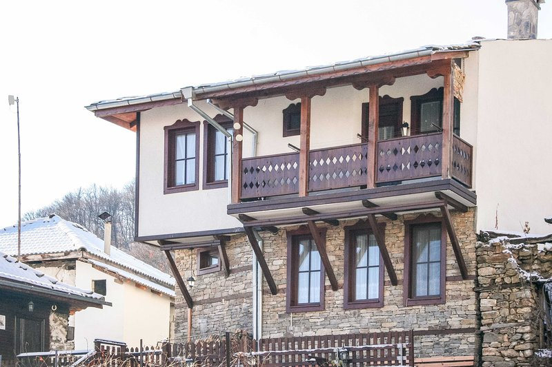 Fabulous Traditional Villa Amidst Amazing Nature, vacation rental in Kovachevitsa