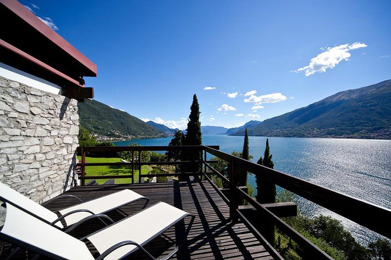 Villa Luce If rented for 12 people, vacation rental in Olgiasca