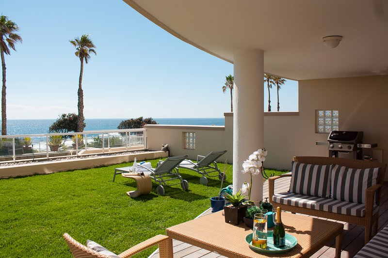 Bantry Bay Beachfront luxury apartment with pool & 24h security | Bantry Place, location de vacances à Bantry Bay