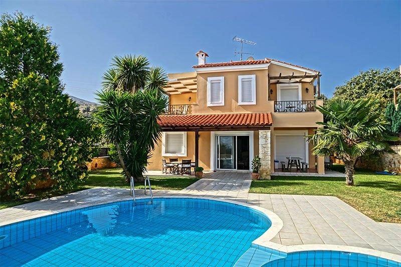 Villa Εlessa, 2 km de la plage,6 personnes, 3 chambres à coucher, tout confort., aluguéis de temporada em Kato Valsamonero