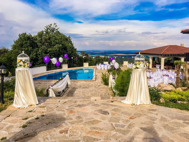 Gorgeous Mountain Villa With Swimming Pool, vacation rental in Haskovo