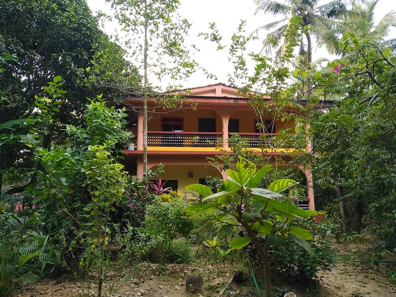 Rooms with a view in Per-Seraulim, Colva, vacation rental in Majorda