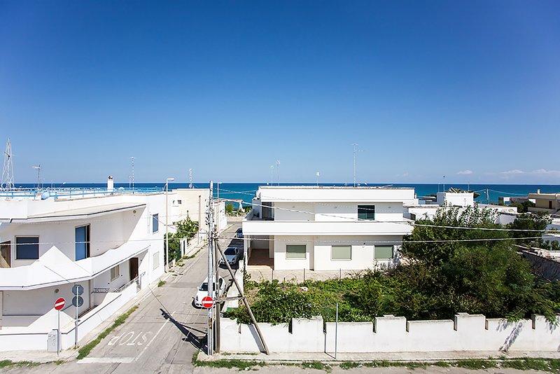 Grande casa vista mare vicino spiaggia m124, holiday rental in Roca Vecchia